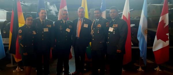 Embajador y agregado militar de Colombia en Canadá participan en la principal feria militar en Ottawa